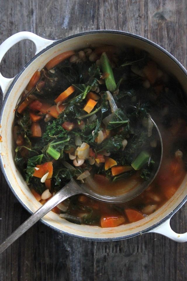 white bean and kale soup veganish